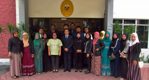 Philippine Ambassador to Malaysia Charles C. Jose (center) and Deputy Chief of Mission and Consul General Anne Jalando-on Louis (5th from left) met with 16 Filipino educators participating in the Malaysian Technical Cooperation Programme's